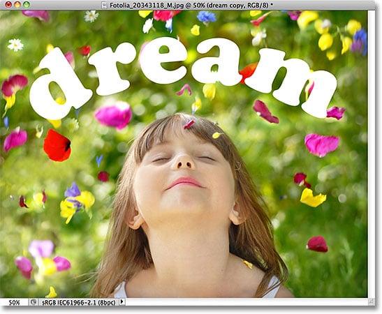Una foto de una niña soñando despierta.  Imagen con licencia de Fotolia por Photoshop Essentials.com