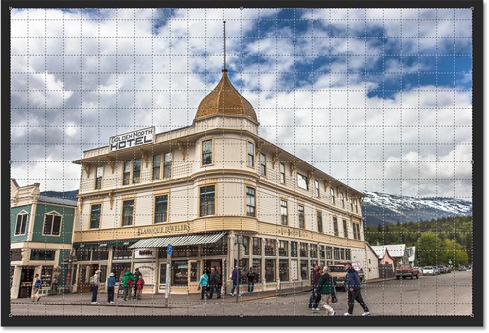 La herramienta Recorte de perspectiva agrega una cuadrícula de perspectiva a la imagen en Photoshop