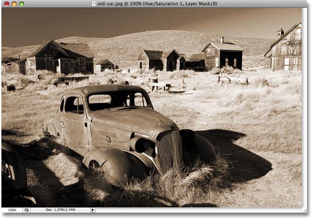 La foto ahora tiene un efecto de tono sepia aplicado.  Derechos de autor de la imagen © 2008 Photoshop Essentials.com